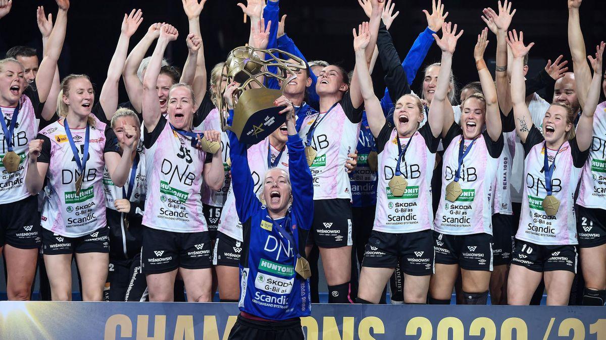 Les joueuses du Vipers Kristiansand célèbrent leur victoire en finale de la Ligue des Champions contre le Brest Handball