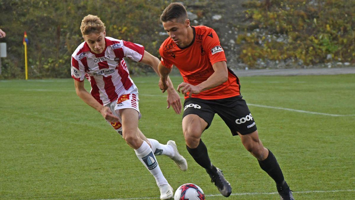Sigurd Kvile i duell med VIF-spiller Sakarias Opsahl (lånt ut til Tromsø i fjor).