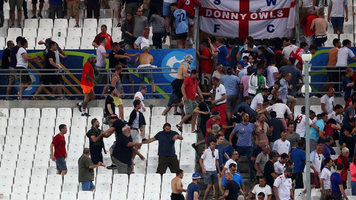 Драка фанатов из России и Англии на Евро-2016
