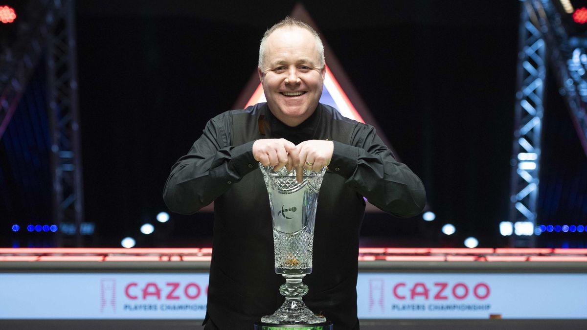 Джон Хиггинс с трофеем Players Championship