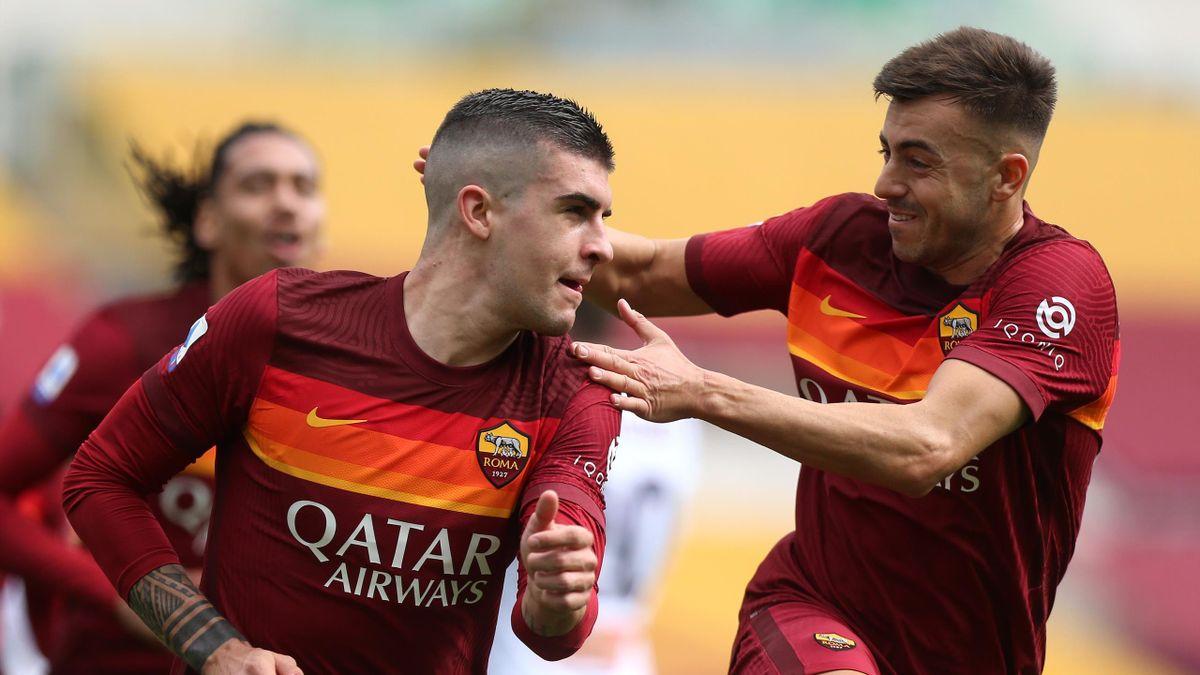Gianluca Mancini (a sinistra) festeggiato da Stephan El Shaarawy dopo il gol dell'1-0 in Roma-Genoa, Serie A 2020-2021 (Getty Images)