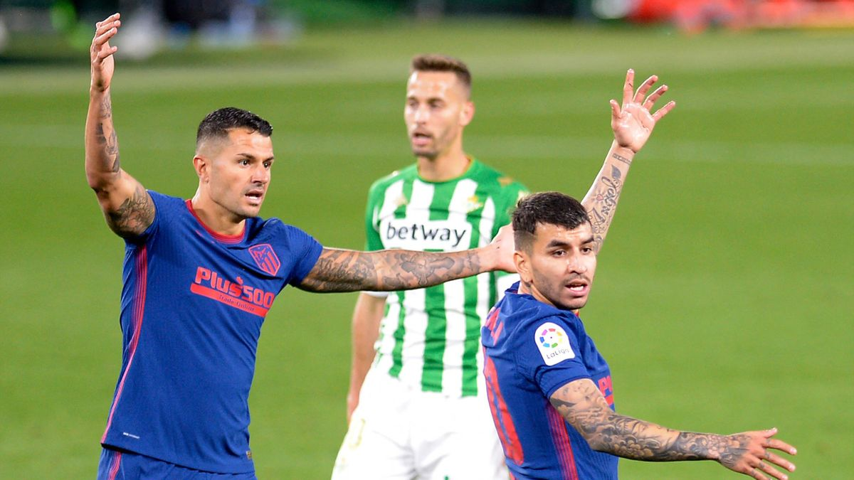 Atletico Madrid's  Vitolo (L) and Angel Correa gesture