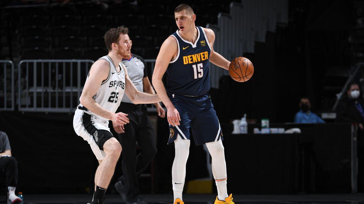 Nikola Jokic (Denver Nuggets) ante los San Antonio Spurs