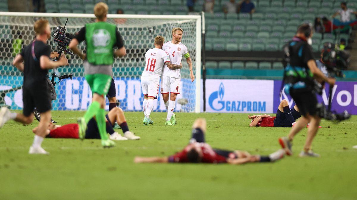 Simon Kjaer et Daniel Wass se congratulent : le Danemark est dans le dernier carré de l'Euro 2020 - 03/07/2021