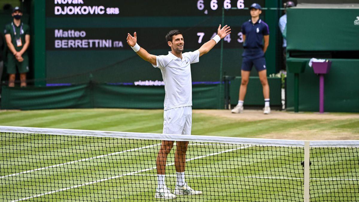Novak Djokovic feiert seinen Wimbledon-Titel