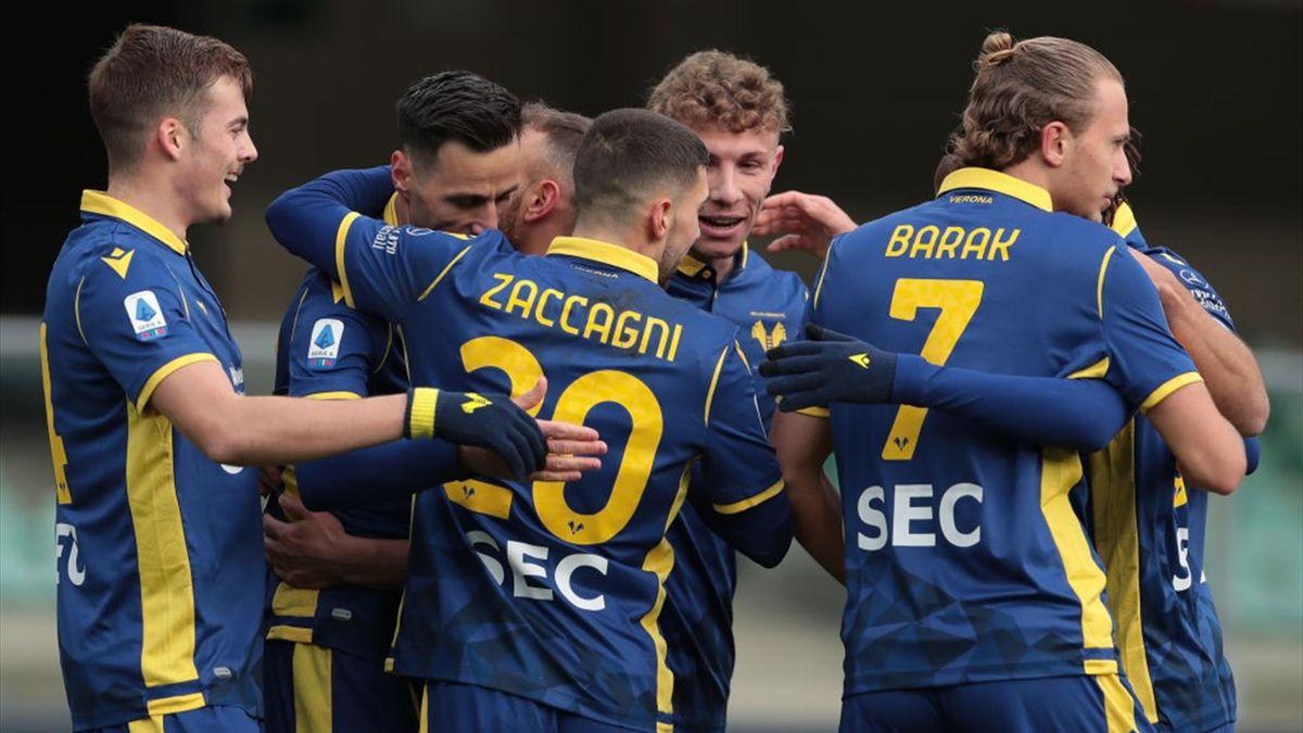 L'esultanza dei giocatori del Verona - Verona-Crotone Serie A 2020-21