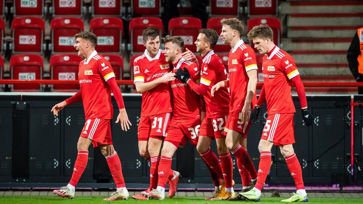 Grischa Proemel, Robin Knoche, Cedric Teuchert, Marcus Ingvartsen, Marvin Friedrich and Marius Buelter of 1 FC Union Berlin celebrate