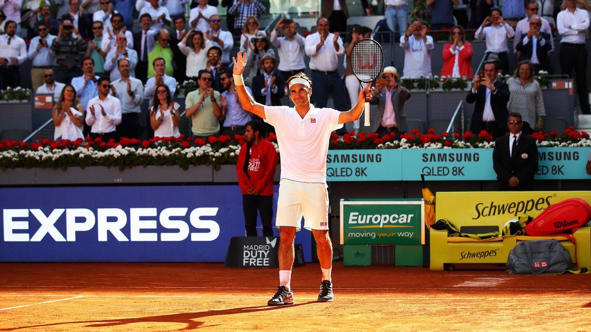 Roger Federer celebra su sufrida victoria ante Monfils en tercera ronda del Mutua Madrid Open