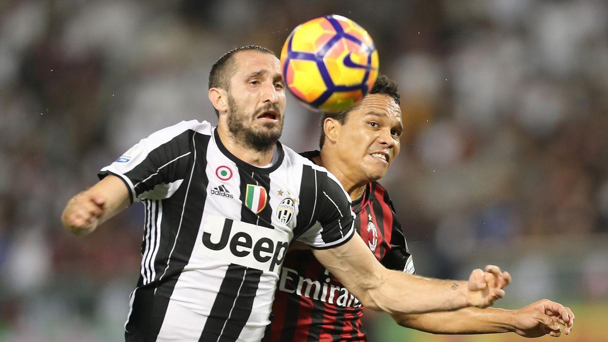 Джорджо Кьеллини и Карлос Бакка в матче «Ювентус» – «Милан»