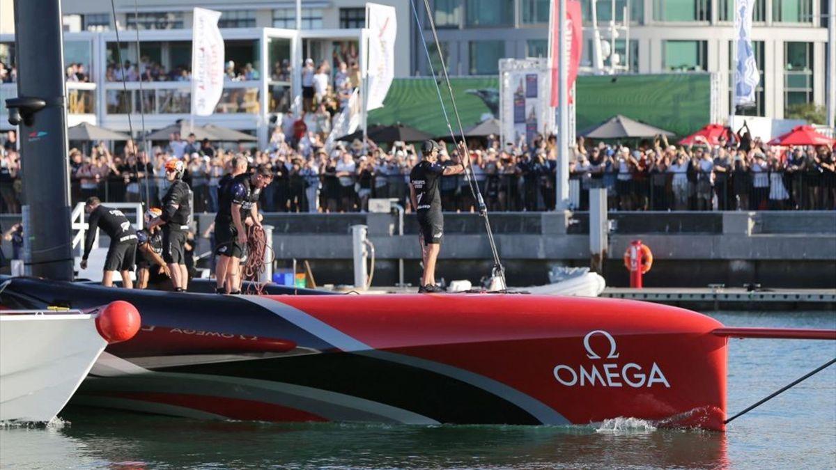 L'equipaggio di New Zealand saluta i tifosi - America's Cup 2021