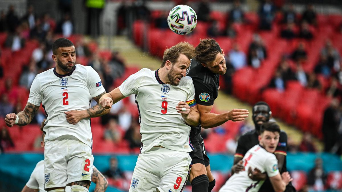 LONDON, ENGLAND - JUNE 29: Harry Kane (C) of England and Leon Goretzka (R) of Germany head for the ball during the UEFA Euro 2020 Championship Round of 16 match between England and Germany at Wembley Stadium on June 29, 2021 in London, England