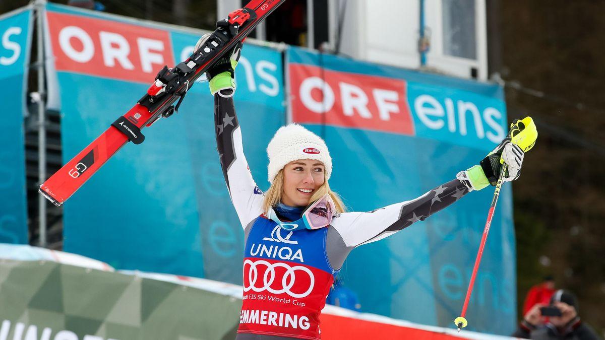 Mikaela Shiffrin célèbre sa victoire lors du slalom de Semmering, le 29 décembre 2018