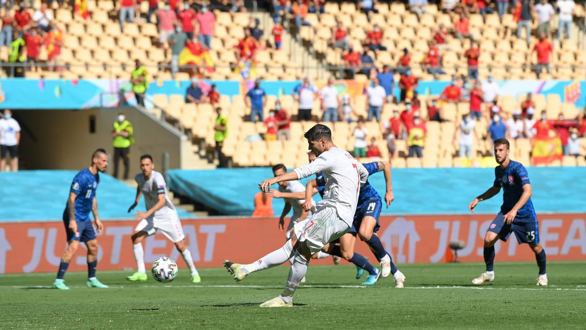 Alvaro Morata vergibt für Spanien vom Elfmeterpunkt