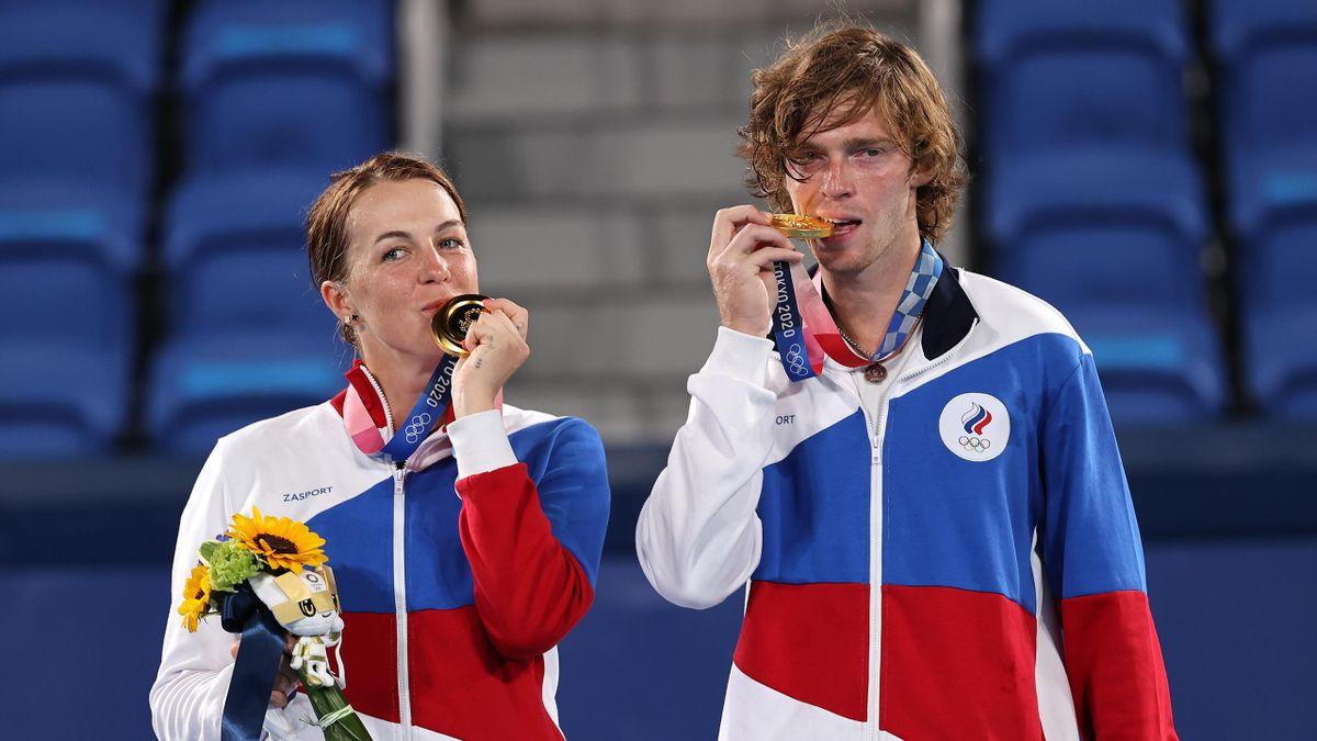 Анастасия Павлюченкова и Андрей Рублев с золотом Игр в Токио