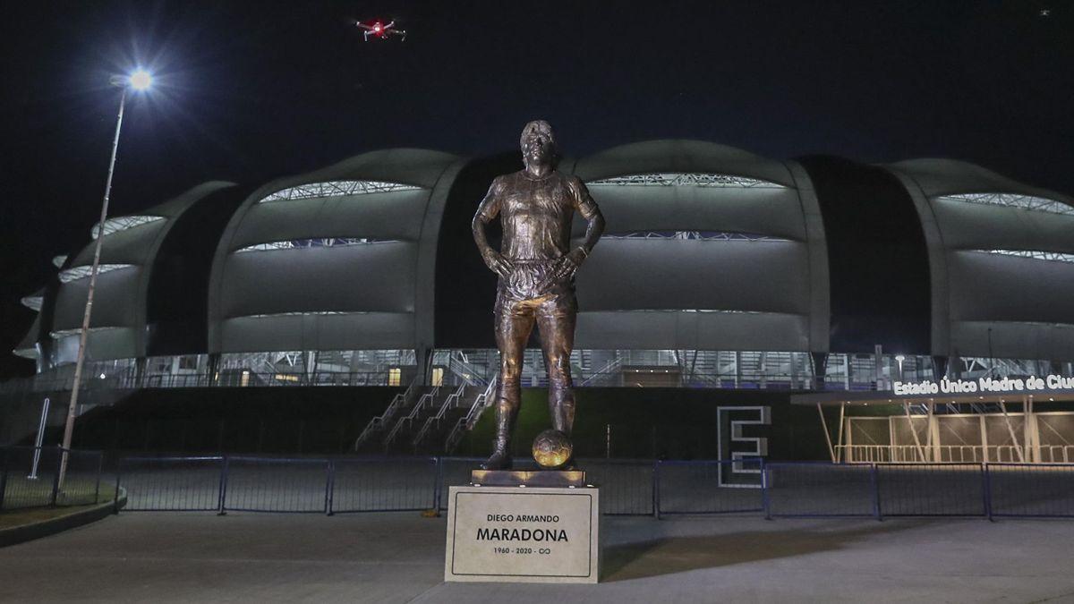 Статуя Диего Марадоны
