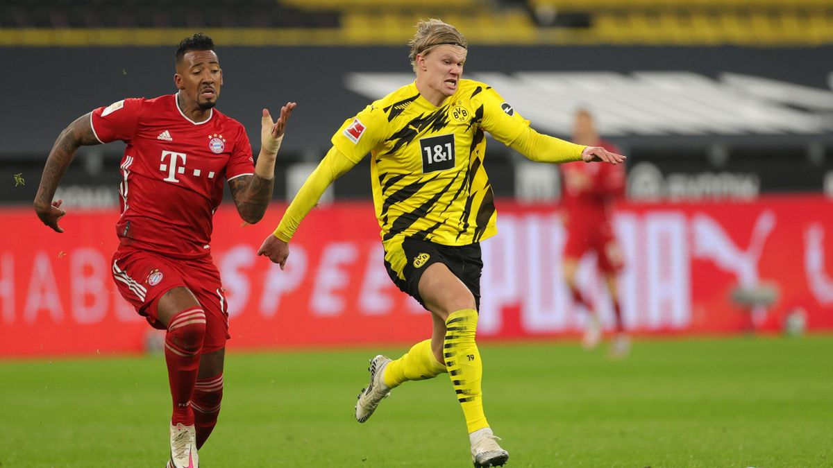 Jérôme Boateng (l.) im Sprint-Duell mit BVB-Star Erling Haaland (r.)