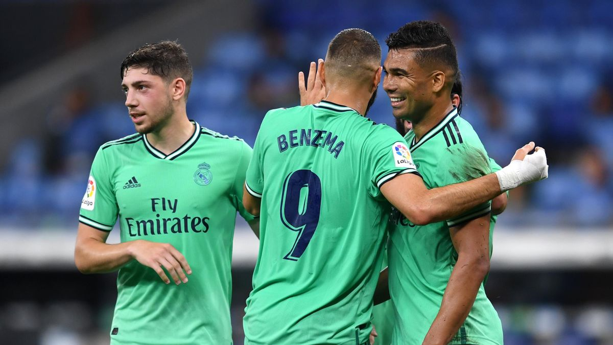 Karim Benzema félicite ses coéquipiers face à l'Espanyol