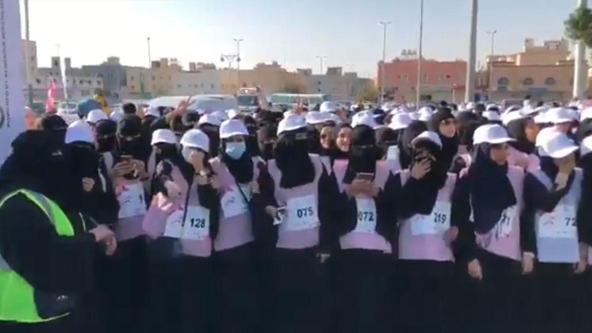 В Саудовской Аравии прошел первый в истории страны марафон для женщин