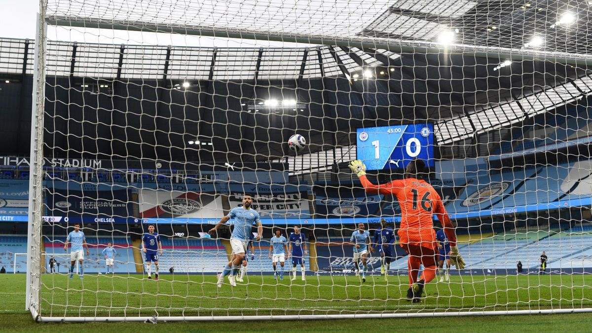 Aguero fluffs his penalty against Chelsea