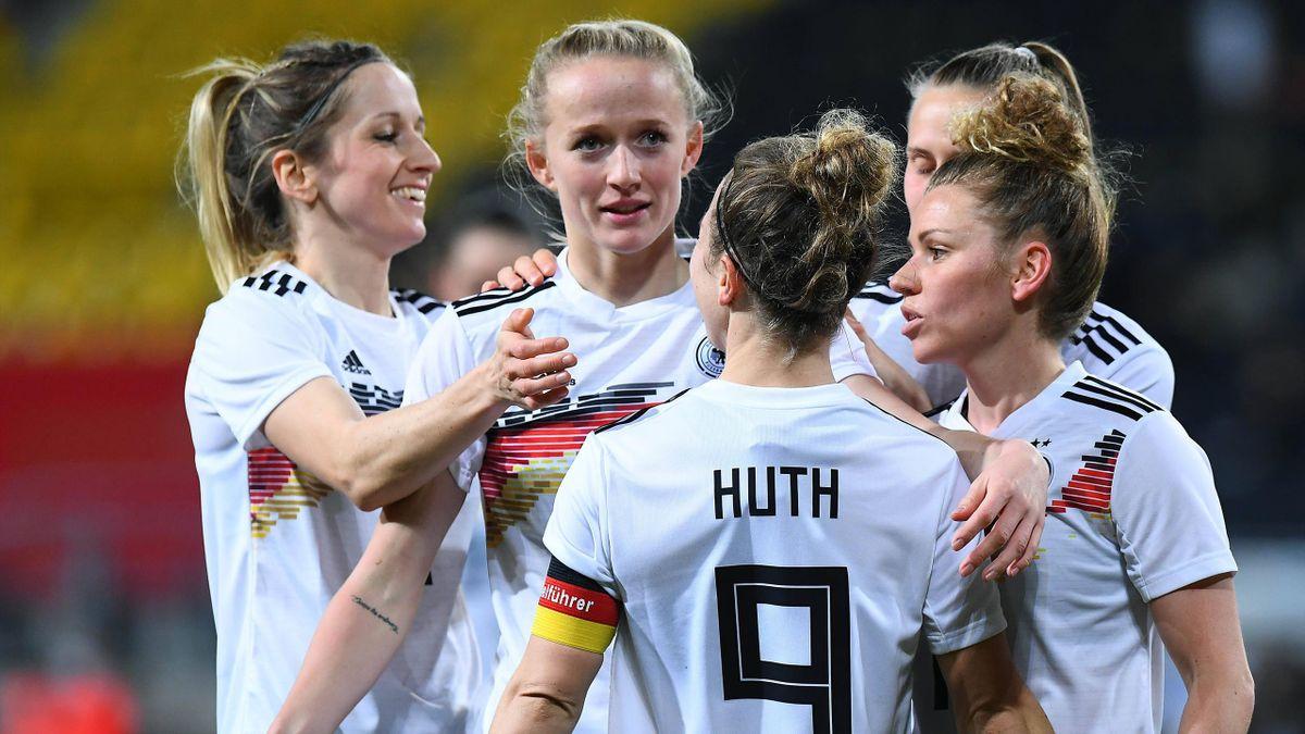 Die DFB-Frauen jubeln über den Sieg gegen Belgien