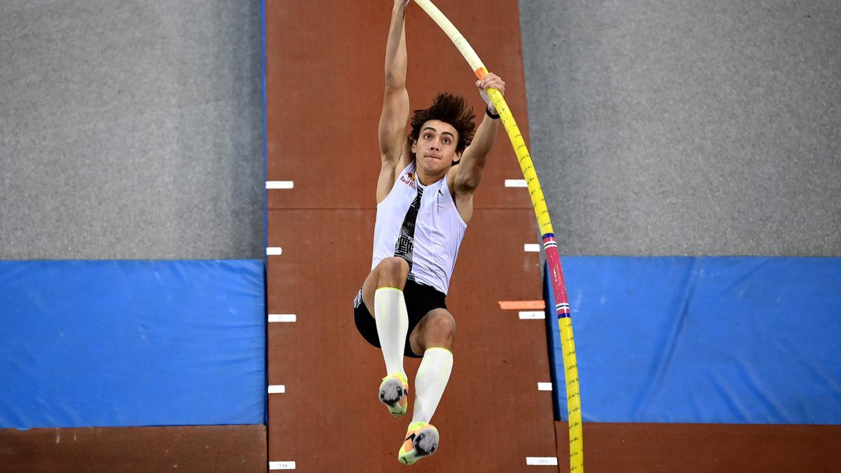 Armand Duplantis in Rouen in Aktion