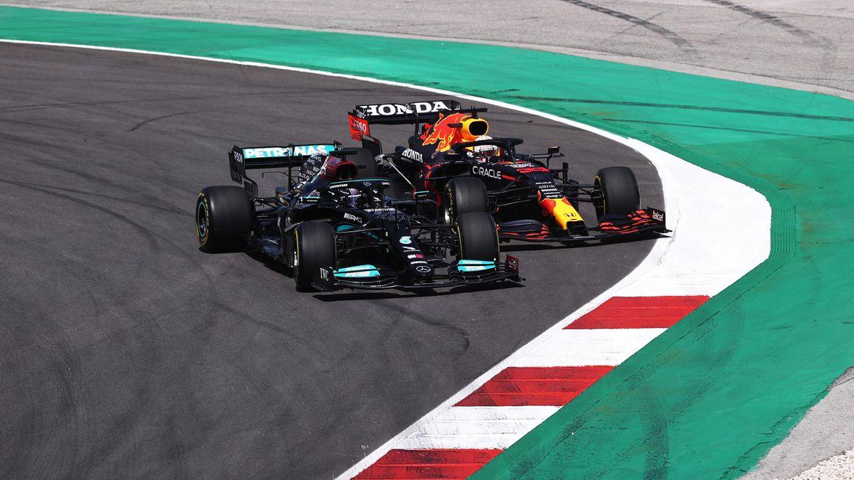 Lewis Hamilton (vorne) und Max Verstappen in Portugal