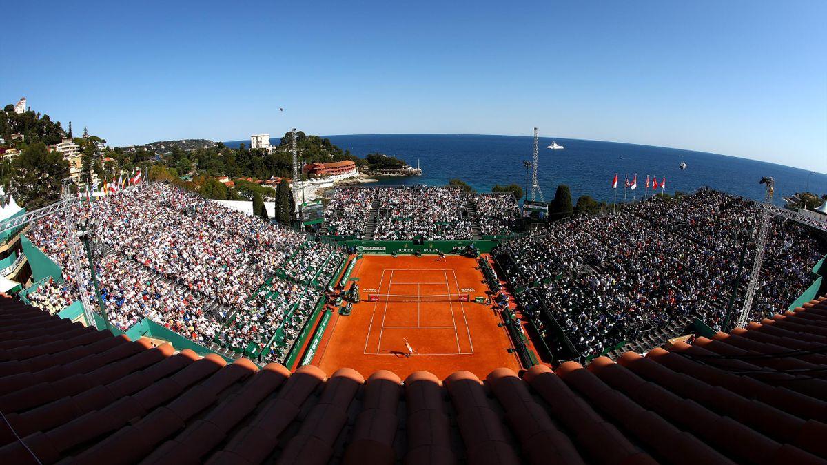 Rafael Nadal aux prises avec Alexander Zverev lors du Monte Carlo Rolex Masters