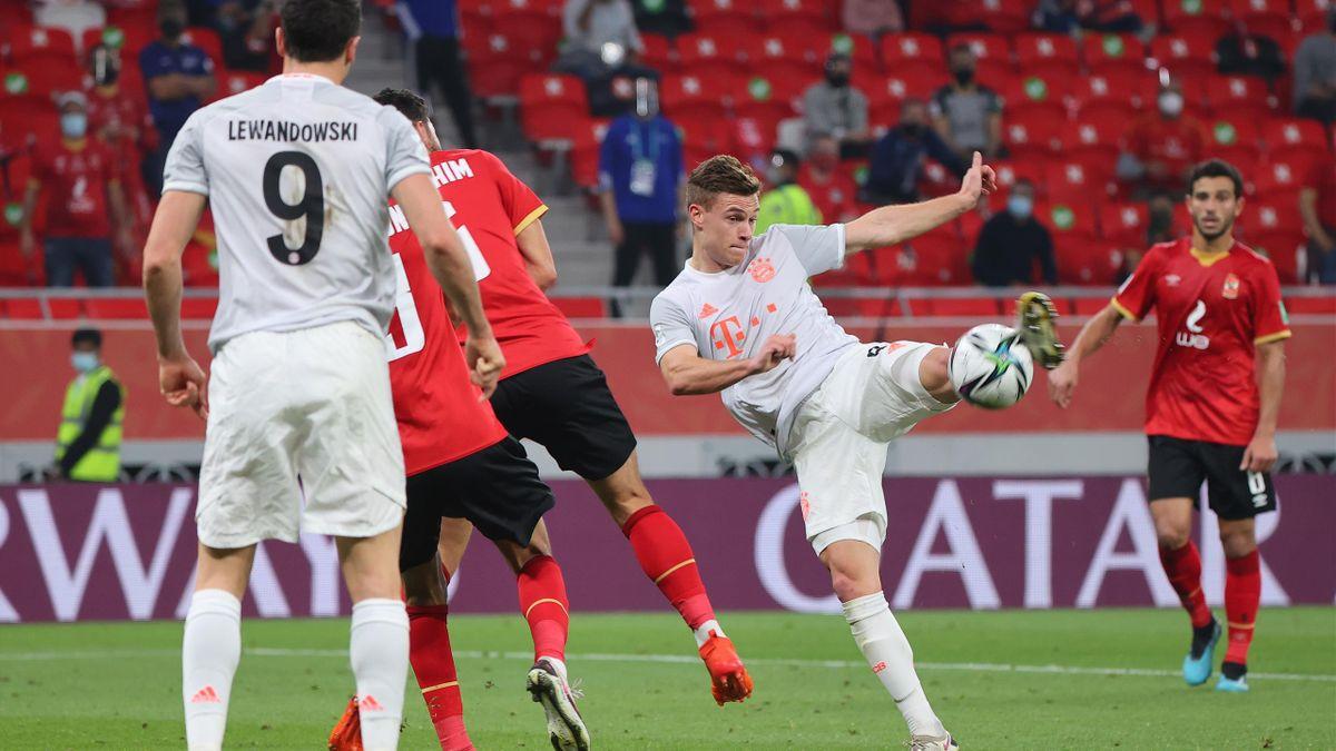 Joshua Kimmich (r.) vom FC Bayern