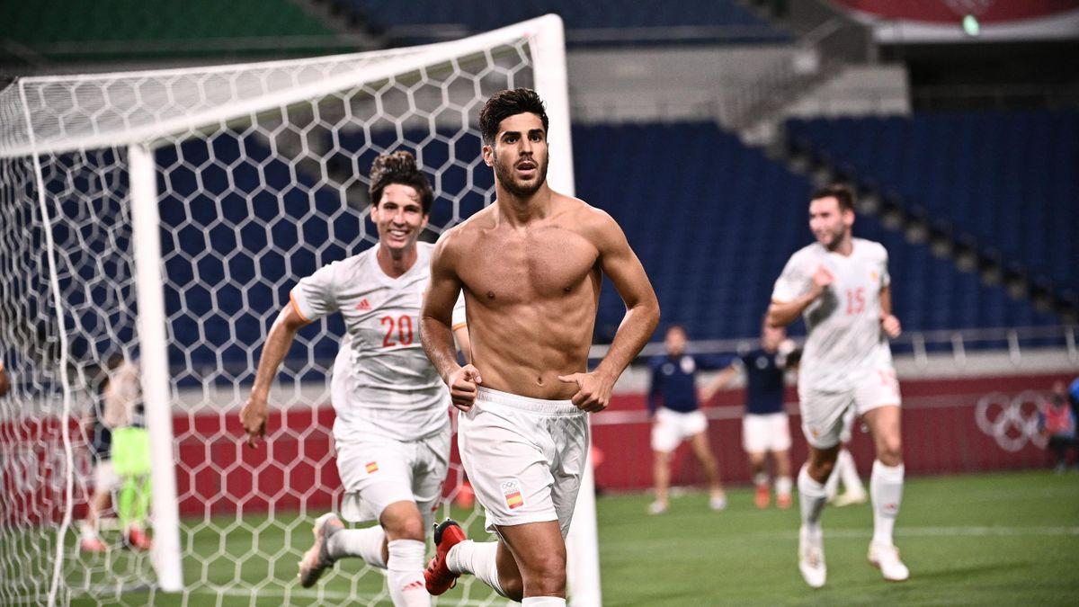 Spanien Marco Asensio (vorne) schoss im Halbfinale gegen Japan den goldenen Treffer