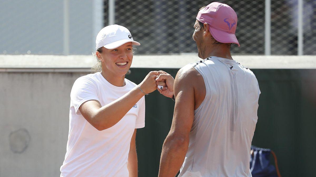 Iga Swiatek et Rafael Nadal à l'entraînement.