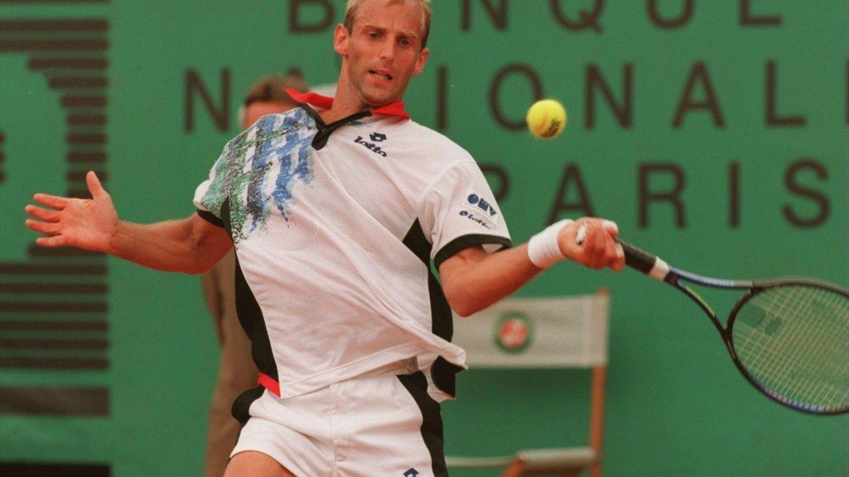 Machtige forehand van Muster in de Roland Garrosfinale van 1995
