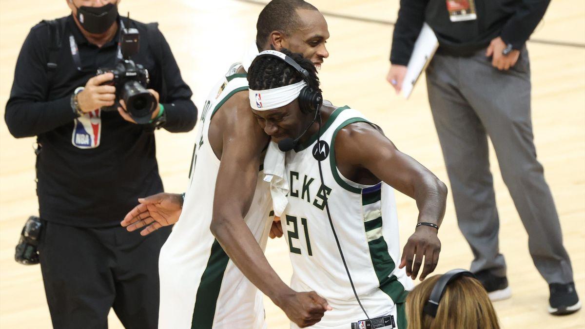 Khris Middleton et Jrue Holiday, champions NBA en 2021 avec Milwaukee.