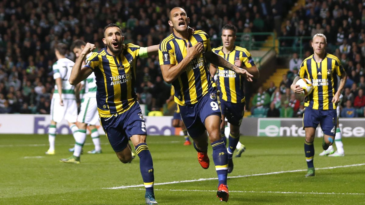 Fenerbahce's Fernandao celebrates scoring their second goal with Mehmet Topal