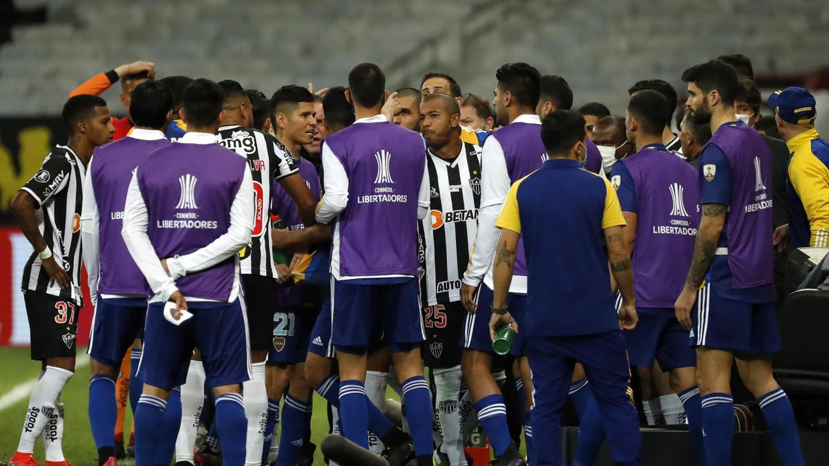 BELO HORIZONTE, BRAZIL - JULY 20: Mariano of Atletico MG (C) and teammates argue with players of Boca Juniors after a VAR goal view of Boca Juniors during a round of sixteen second leg match between Atletico Mineiro and Boca Juniors as part of Copa CONMEB