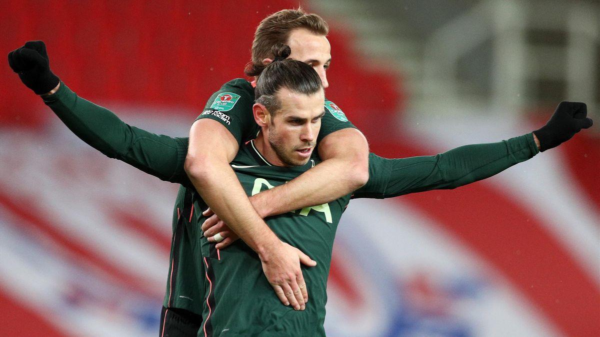 Gareth Bale (vorne) und Harry Kane bejubeln das 1:0 des Walisers gegen Stoke City