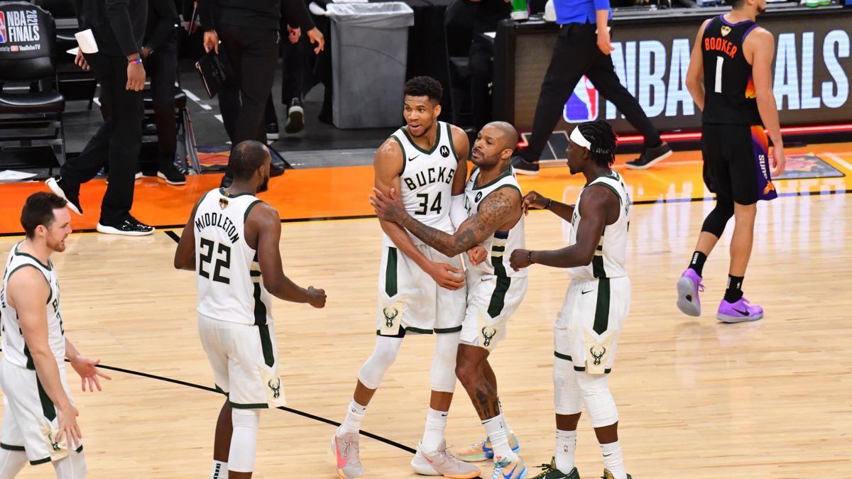 Los Bucks celebran la victoria en el cuarto partido