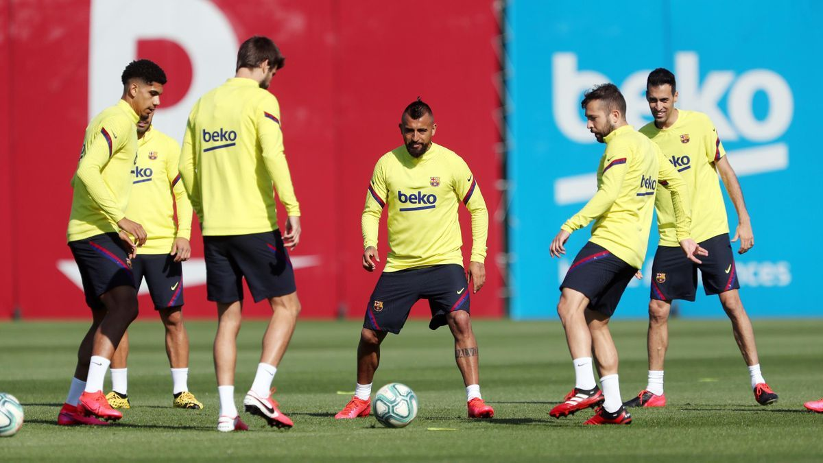 Rondos are back as Barca return to group trainings