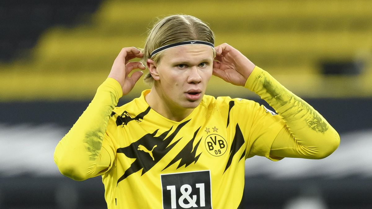 Erling Haaland of Borussia Dortmund looks dejected during the Bundesliga match between Borussia Dortmund and 1. FSV Mainz 05 at Signal Iduna Park on January 16, 2021 in Dortmund, Germany.