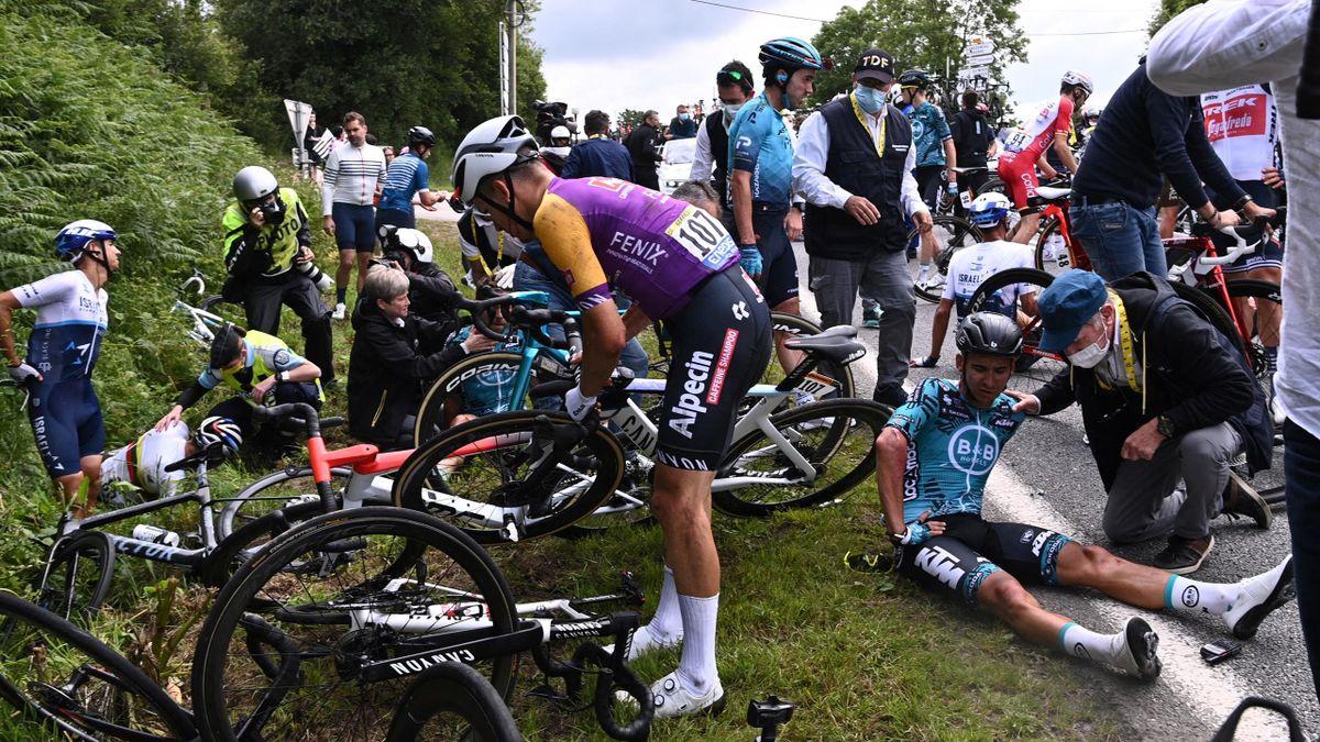 Crash on Stage 1 Tour de France 2021