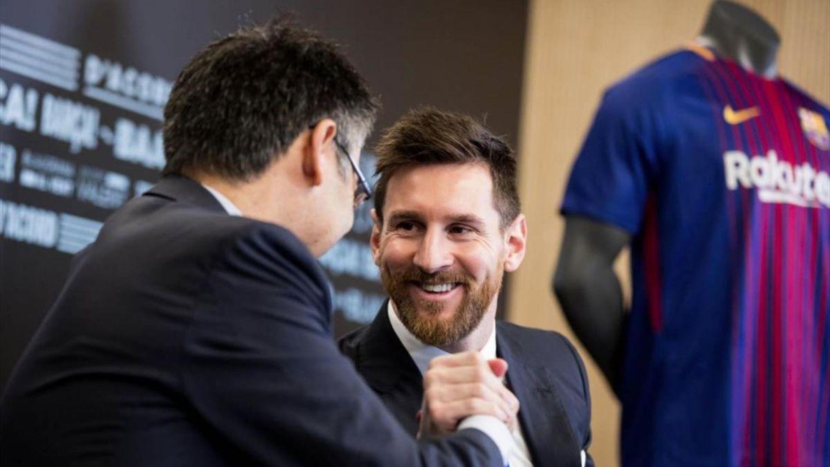 Leo Messi and Josep Maria Bartomeu (FC Barcelona)