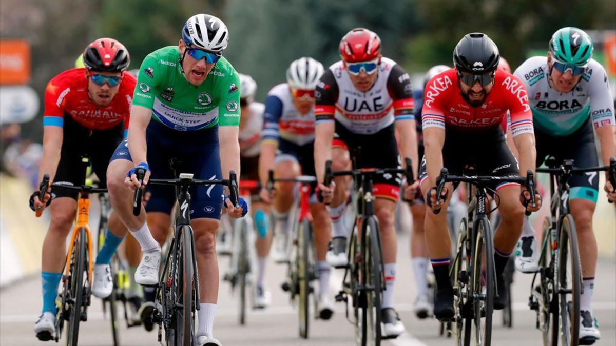 Sam Bennett vince la quinta tappa della Parigi-Nizza