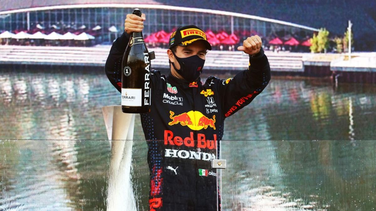 Sergio Perez esulta dopo la vittoria del Gran Premio dell'Azerbaigian - Mondiale F1 2021