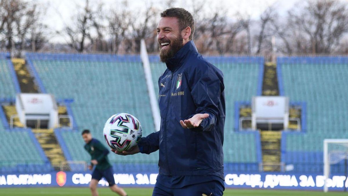 Daniele De Rossi durante gli allenamenti con i giocatori dell'Italia alla vigilia di Bulgaria-Italia - Qualificazioni Mondiali 2022 - Getty Images
