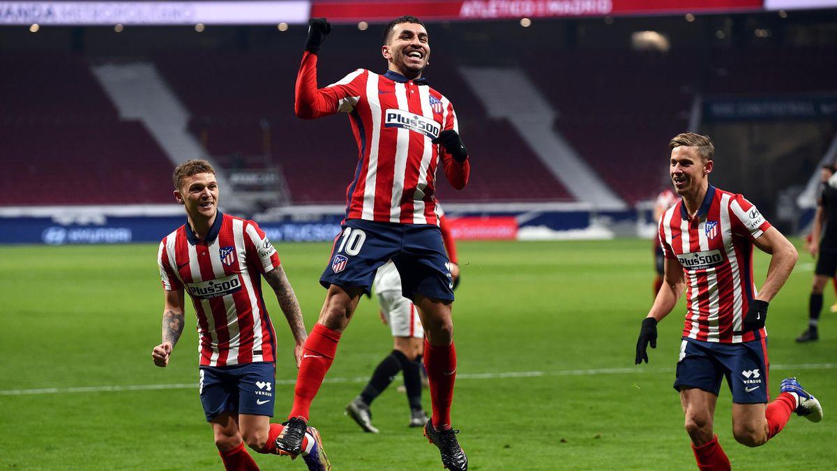 Ángel Correa (Mitte) von Atlético Madrid bejubelt seinen Treffer zum 1:0 gegen den FC Sevila