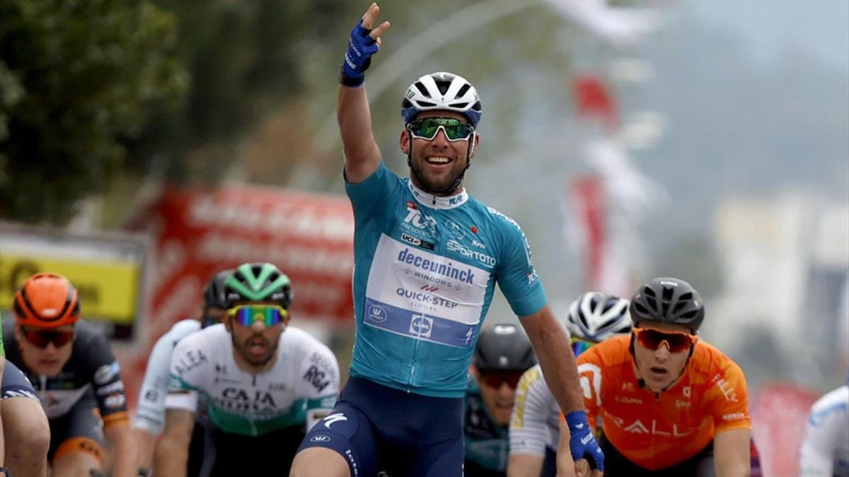 Mark Cavendish vince la volata di Kemer centrando il suo terzo successo al Giro di Turchia 2021 - Getty Images