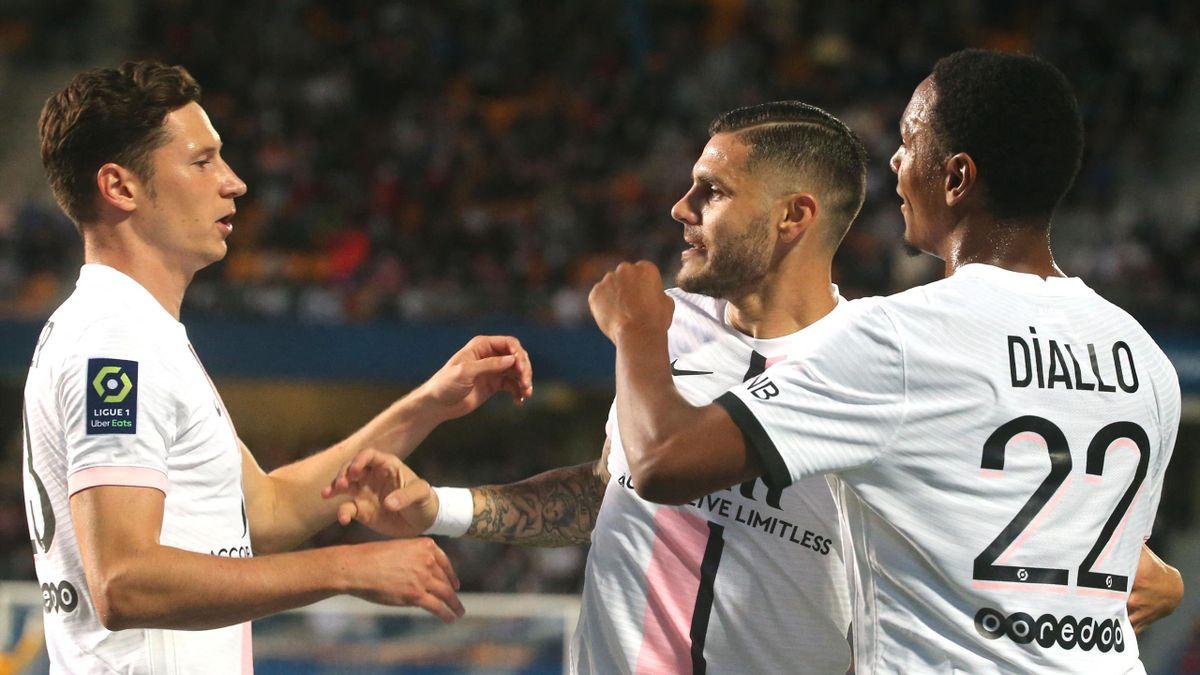 Mauro Icardi, sărbătorind alături de coechipierii de la PSG un gol marcat împotriva lui Troyes
