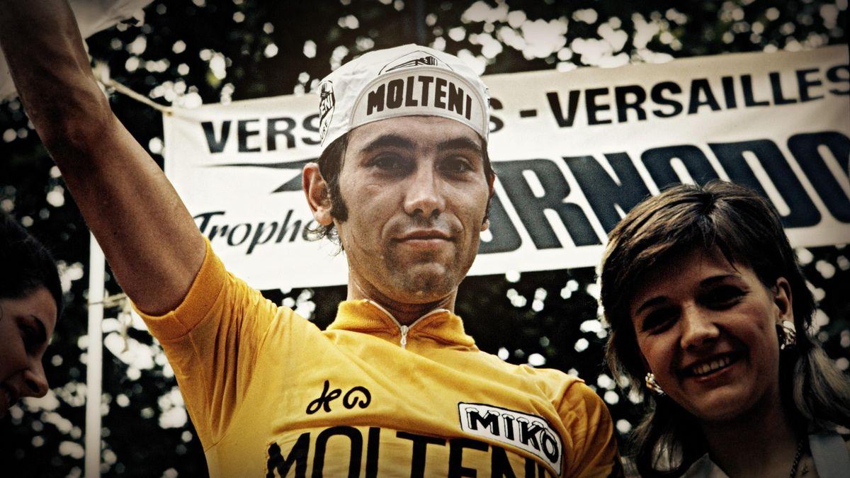 Eddy Merckx triomphant à l'arrivée du Tour 1972.