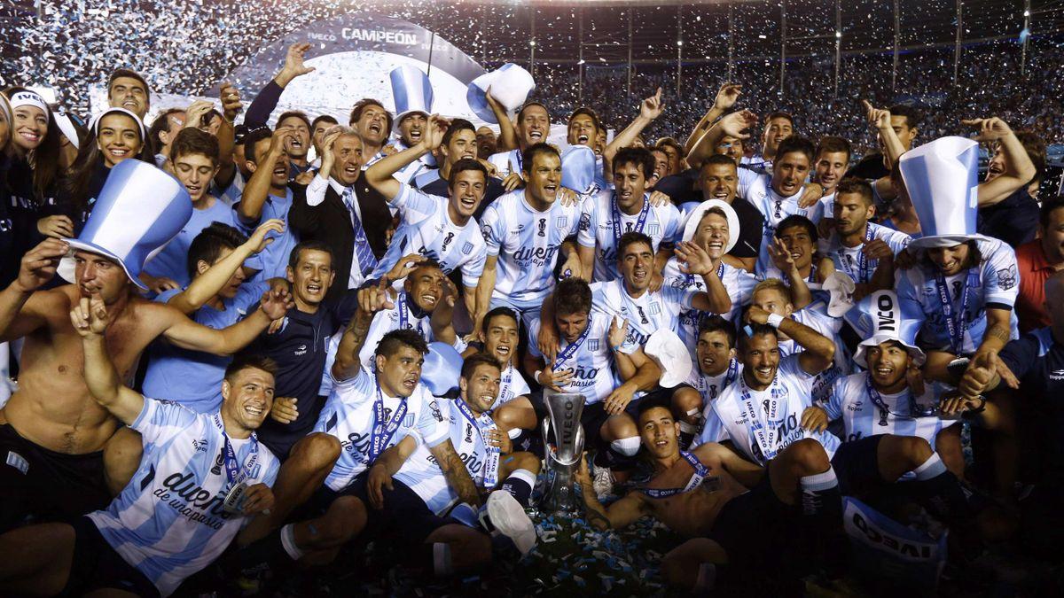 «Расинг» впервые за 13 лет выиграл чемпионат Аргентины