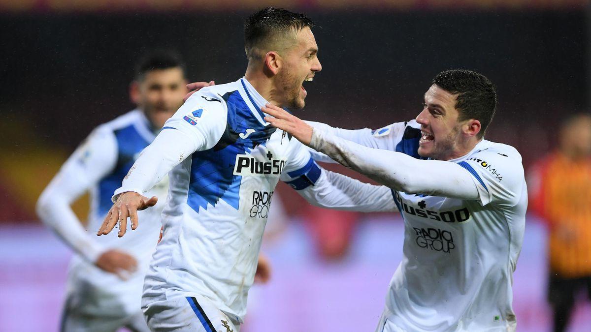 Rafael Toloi esulta insieme a Robin Gosens, Benevento-Atalanta, Serie A 2020-21, Getty Images