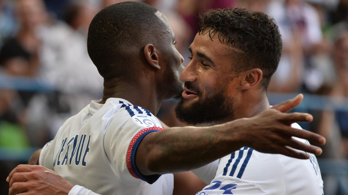 Lyon's French forward Claudio Beauvue (L) is congratulated by Lyon's French midfielder Nabil Fekir (R) after scoring a goal during the French L1 football match between Caen (SM Caen) and Lyon, on August 29, 2015, at the Michel d'Ornano stadium, in Caen, w